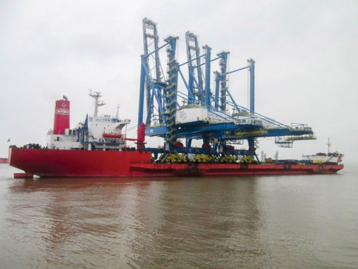 Two 151' tall  neo-Panamax cranes will be delivered to the Port of Wilmington on March 29th. Portions of the Cape Fear River will be closed to vessel traffic during delivery. The Coast Guard will establish temporary safety zones due to the size of the cranes and vessel delivering them to the Port. See report below for viewing locations along the river.