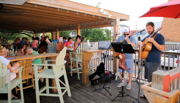 Spotlight On Coastal Cuisine: Spring Hours Return to Saint's Cove Beach Bar and Grill