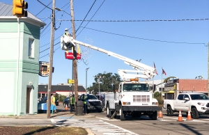 Town Installing Holiday Decorations Along Lake Park Blvd.
